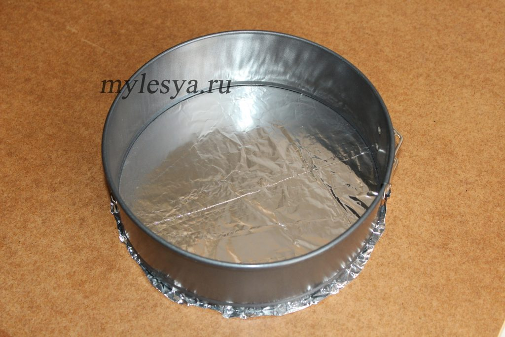 Фольга в форме для выпечки