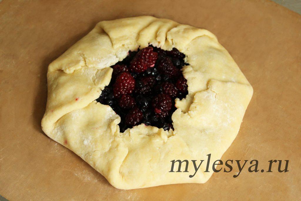 Открытый пирог с ягодами (из рубленого теста)