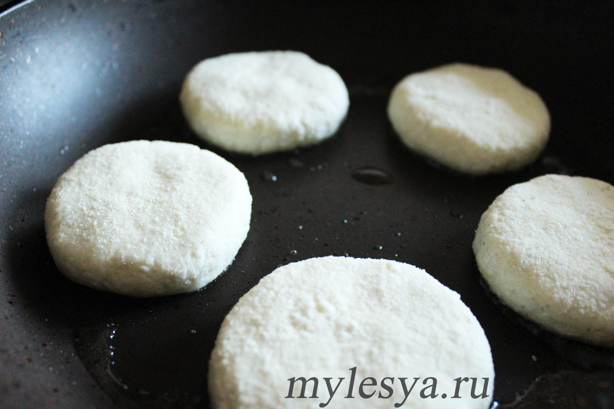 Приготовление сырников без яиц